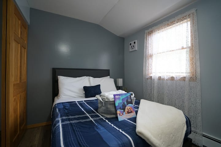 """Beautiful 1Br in """"The Ugly House"""""""