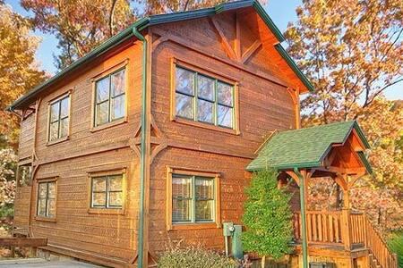 Luxurious cabin centrally located in Gatlinburg - Gatlinburg - Stuga