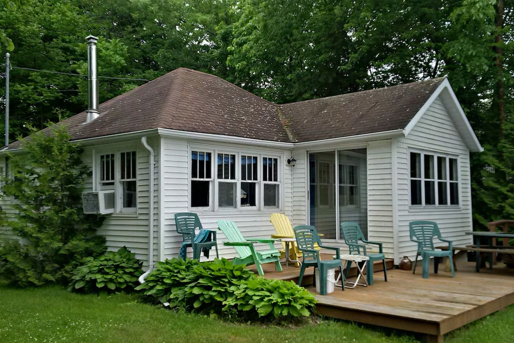 Cozy little cottage cottages for rent in havelock for Cozy canadian cottage