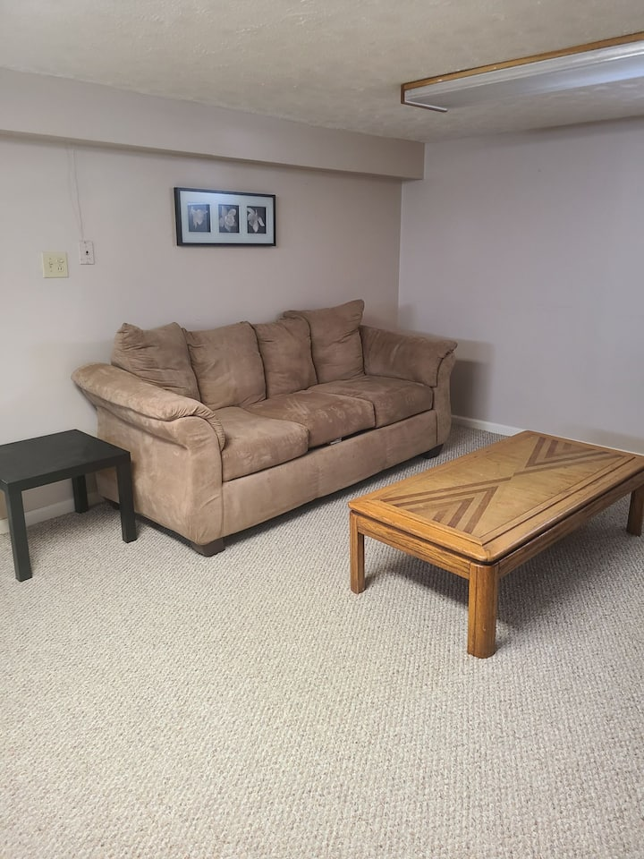 Private Basement Suite - near Airport!