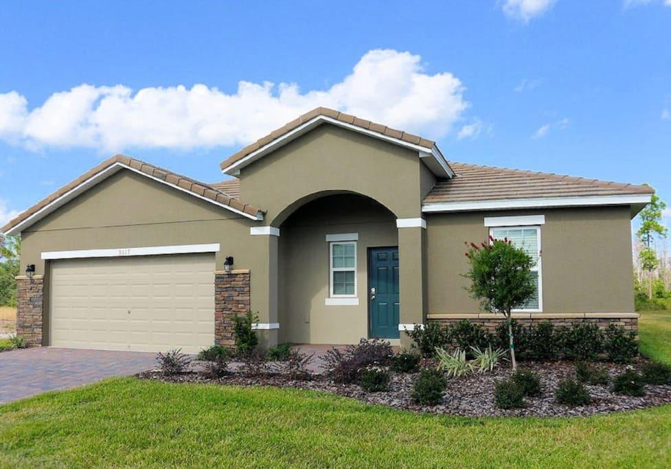 Building,Cottage,Vegetation,Roof,Yard