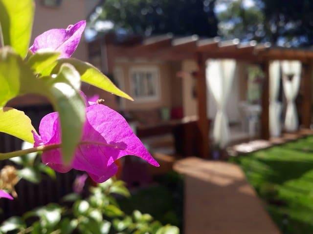 Suíte com varanda exclusiva e entrada independente - Canela - Dormitorio