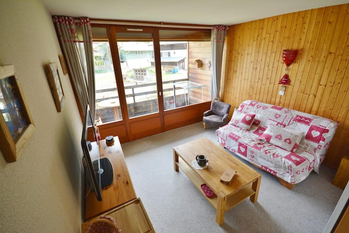 DEYON - 4 pers. 153 - 1 Bed flat near the buses stop