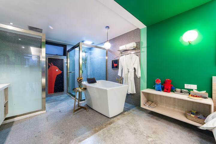 网红PUPU熊旅拍打卡地 近西湖、灵隐寺、动物园—温暖奢华大床房带浴缸