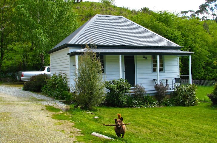 Platypus Cottage and Farm Stay - Ellendale - Hus