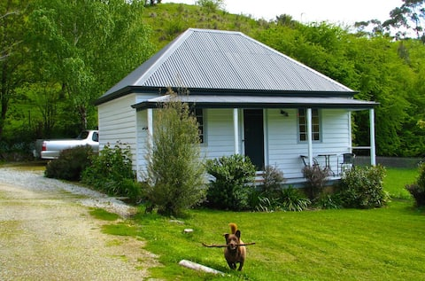 Platypus Cottage and Farm Stay