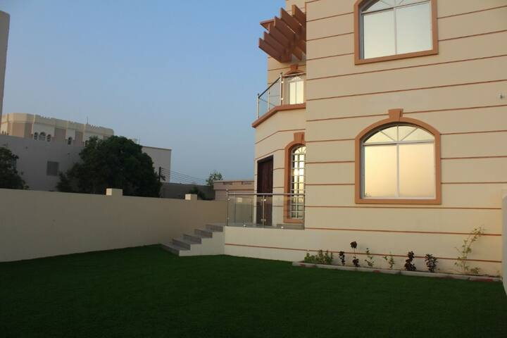 Sea view 5 bedrooms villa in Muscat 9