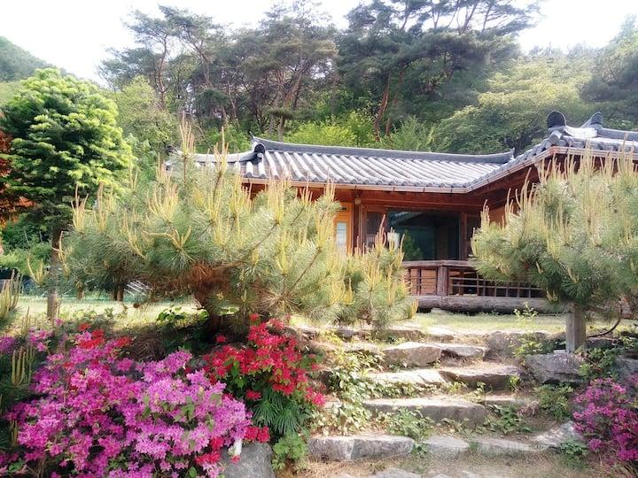 춘천소도(멋진소나무와 청정계곡, 편안한 휴식이 있는 집)