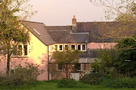 Secluded family farmhouse B&B Mid Pembrokeshire - Bed & Breakfast