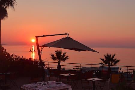 La terrazza sul mare a Scilla