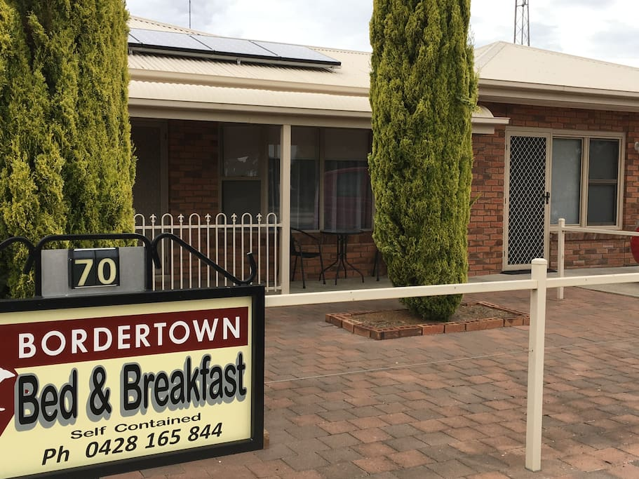Bordertown Bed & Breakfast is a 3 bedroom self contained house. Alternatively this can divide into 2 units, a 1 bedroom & a 2 bedroom unit. This unit is ideal to spend a night or much longer. Much more than a motel. Full cooking facilities for those inclined.