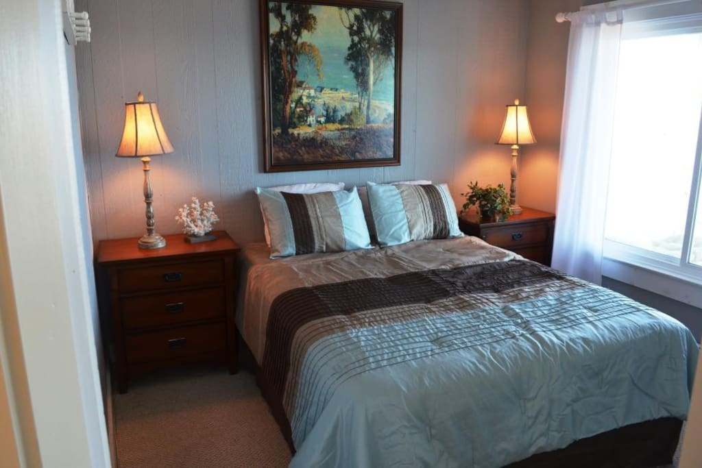 Sunrise on the Cove-Queen Bedroom with water views on main floor