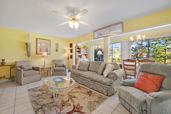 Family-friendly condo on the lake w/ 3 pools, 2 tennis courts, and views!