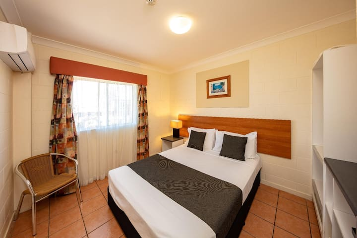 Majestic Double Economy With Shared Bathroom At Cairns
