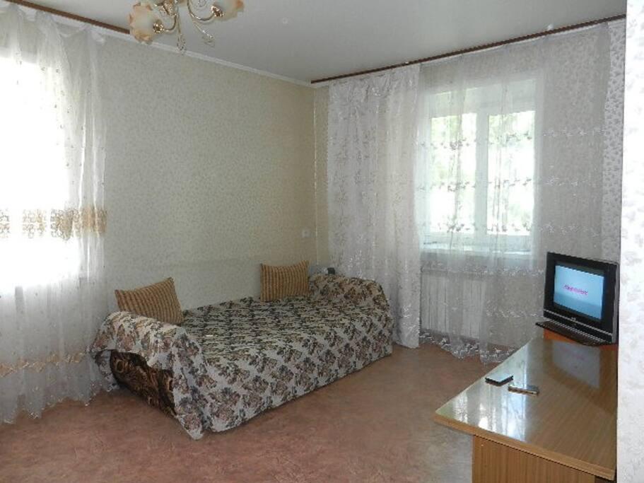 гостиная и двухспальная тахта
