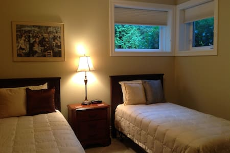 Cortes Suite - Roberts Creek - Bed & Breakfast