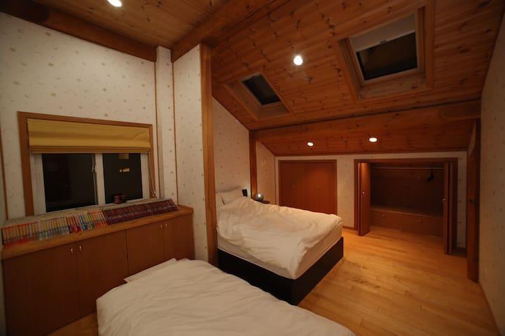 日本一低い山の麓に建つHighland  House - 徳島市 - House