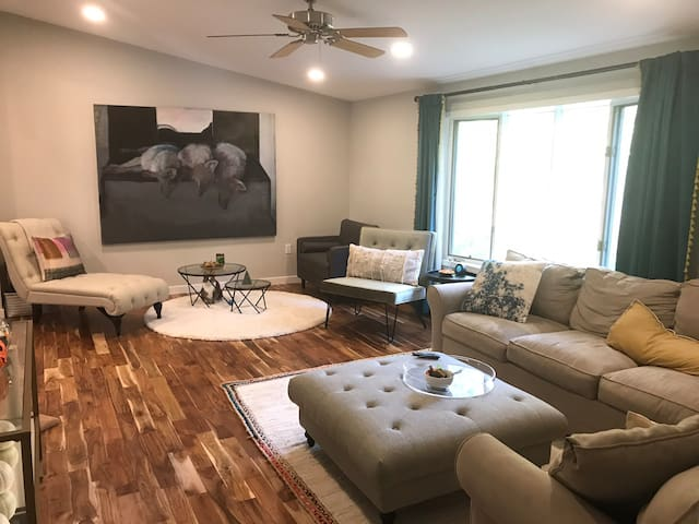 Beautiful 3 Bedroom Home with large living room