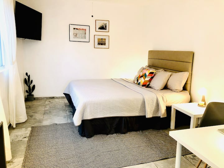 Entire guest suite in the heart of Tucson!