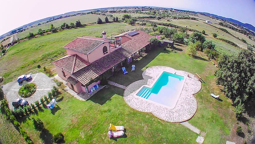 House with pool 8km from Bracciano, 25 from sea