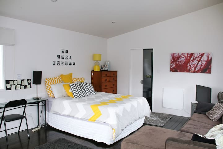 Modern studio apartment set in the bush - Auckland - Apartament