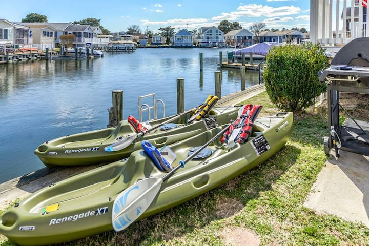 Like adventure? Take our kayaks out and explore the best of coastal Maryland on the Assawoman Bay! Kayak to Harpoon Hanna's and grab a drink! Or just explore the canals and wildlife!