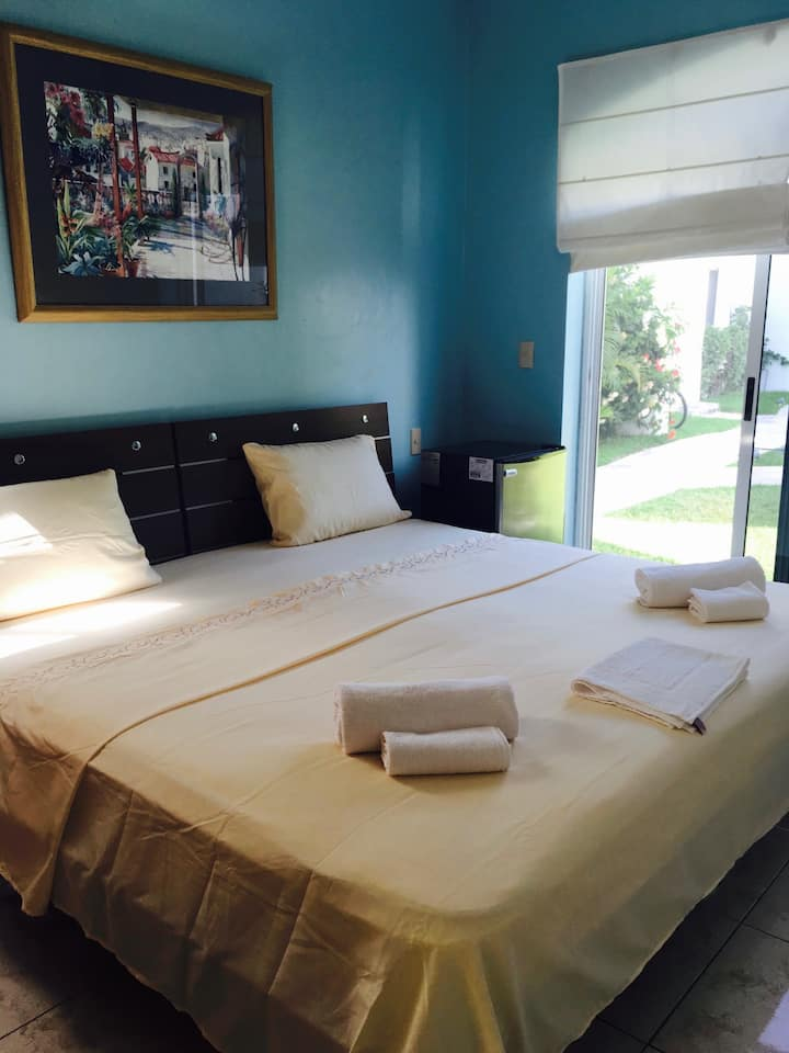 King size bedroom 300m beach, pool view!