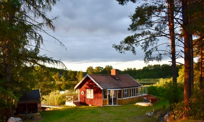 Lake cabin with sauna, close to Stockholm