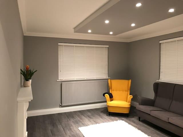 Modern & Stunning Room Upminster - Upminster