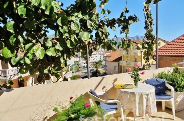 5 minutes CITY CENTER studio / 650 m beach - Budva - Appartement