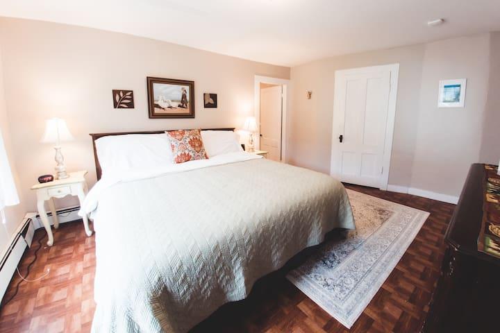 The Engel House Room 3: Mt Snow/Wilmington VT Area