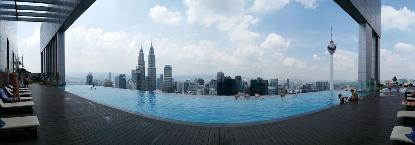 Stunning Infinity Pool overlooking KLCC twin towers and KL Tower within its 0.5km radius