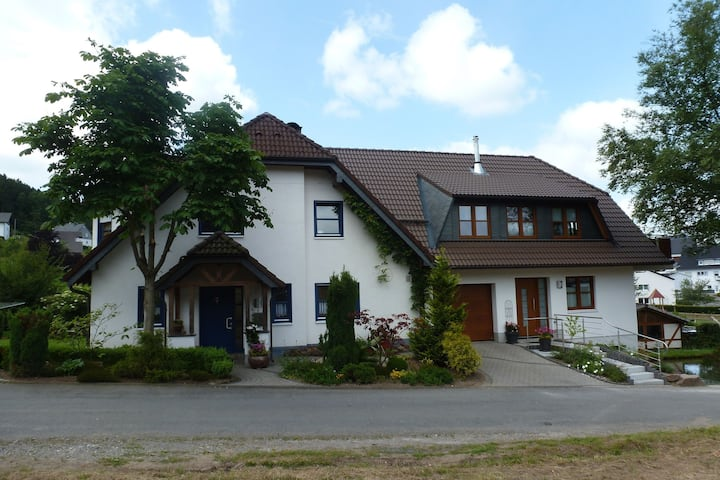 Cosy apartment with private garden in Brachthausen in the Sauerland