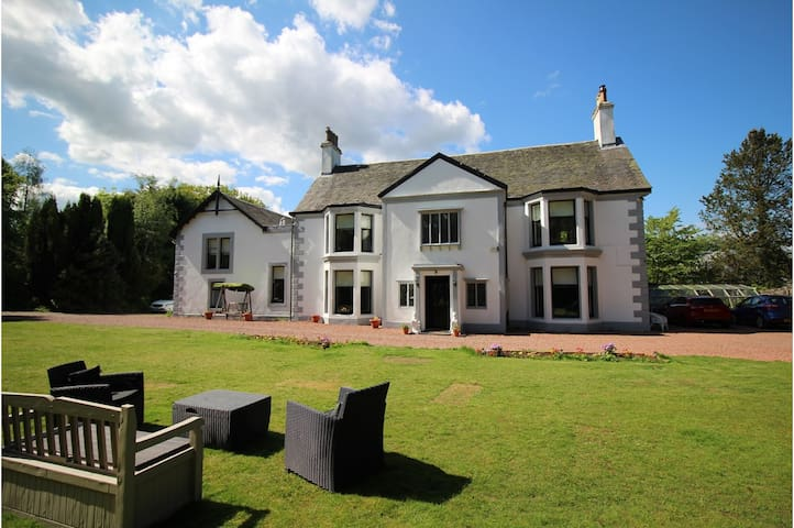 Scottish Country Mansion House - Close to Glasgow - Dullatur - Hus