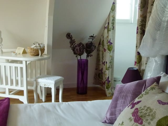 LBVD  Chambre Myrtille - Escorpain - Bed & Breakfast