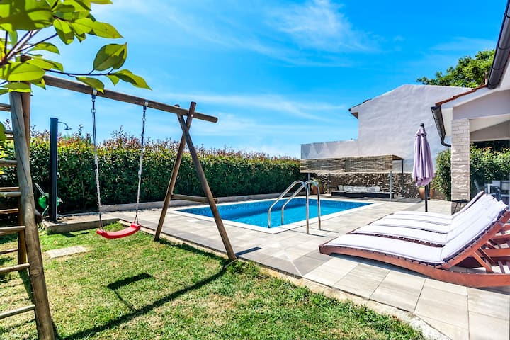 Pool House, 5+2 persons, 3 bedrooms, 2 bathrooms