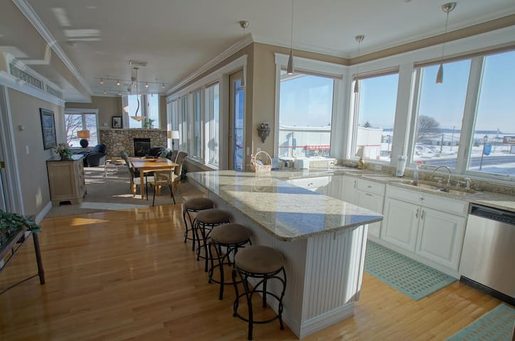 Pier Harbor #2 - Saint Ignace - Apartament