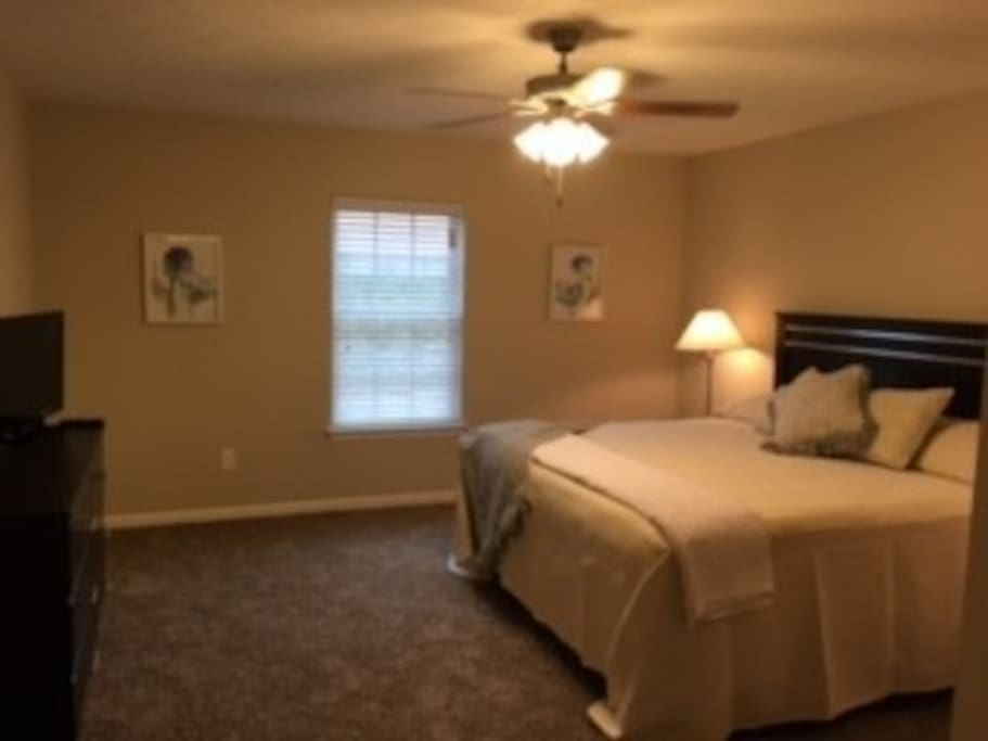 Master Bedroom, King Bed with TV
