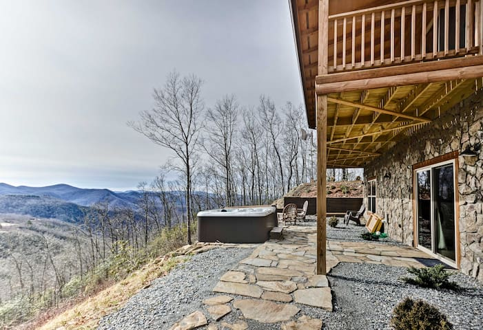 NEW! Elevated Cabin Bordering Smoky Mountain NP!