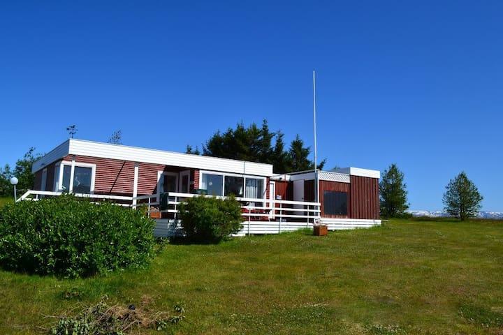 Top location Höfði Cottages with jacuzzi | Elsti - Dalvík - Srub