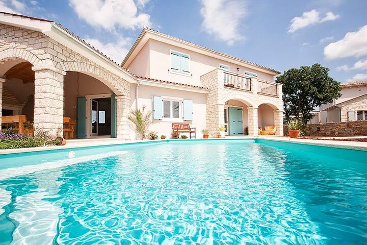 Splendid villa in nature with private pool