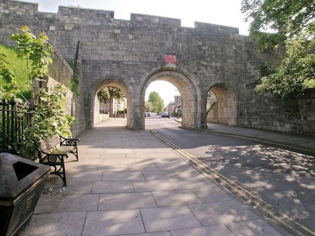Very Central York, #City Walls #Location Location