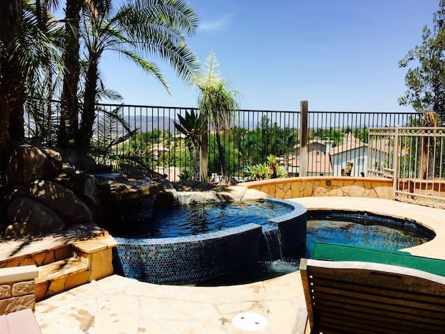 Detached casita with pool and view. - Temecula - Ház