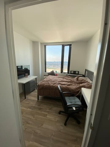 Sweet room Located in jersey city.Good for all ppl