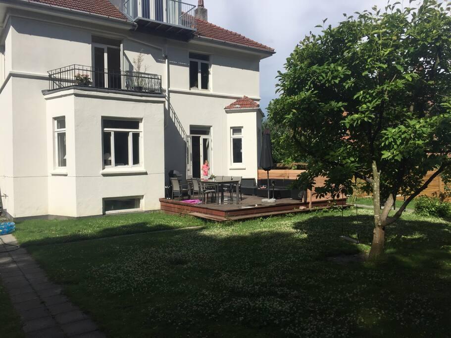 Hus med have