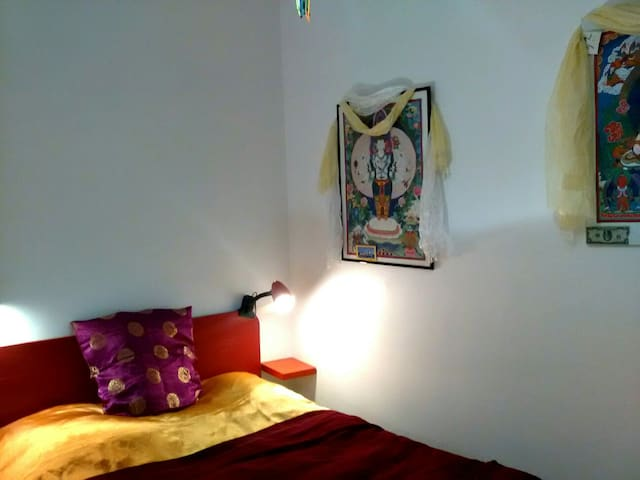 Une chambre tibétaine en pays catalan, bienvenue !