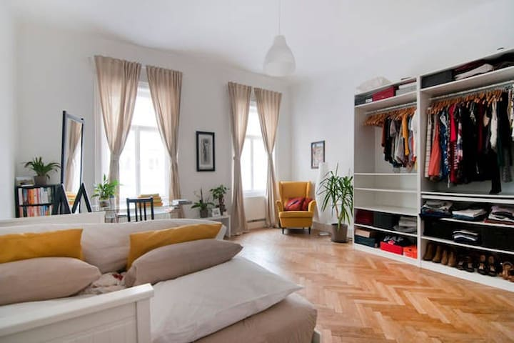 Beautiful Apartment 10 Minutes from City-Center
