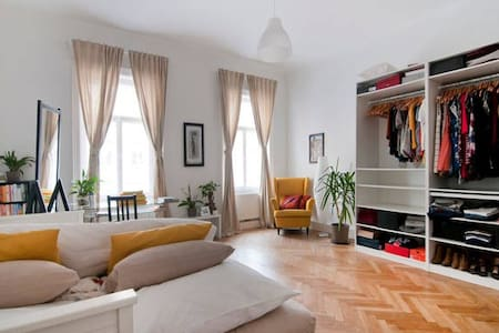 Beautiful Apartment 10 Minutes from City-Center - Wien - Huoneisto
