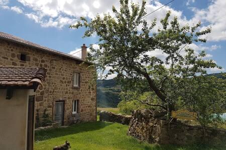 Ferme, Haute-Loire limite Ardèche
