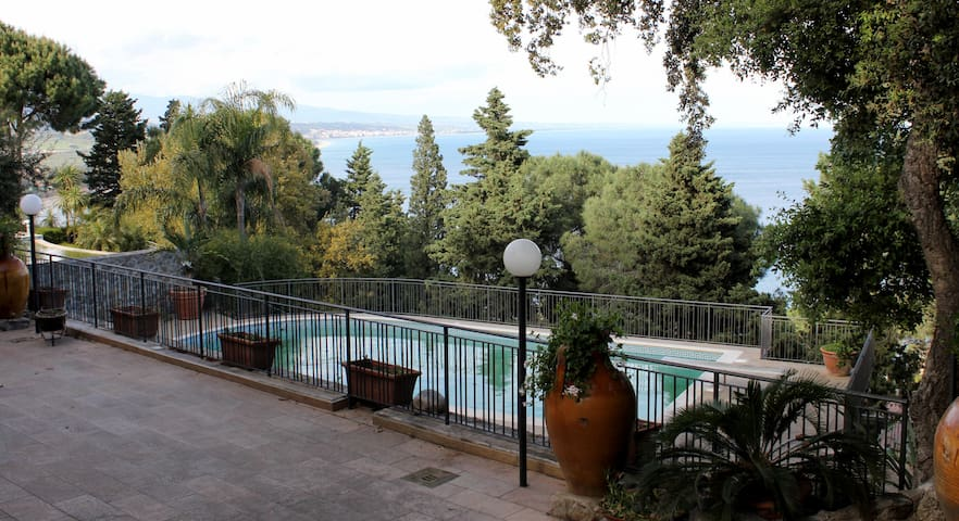 Apartment in Villa with Pool - Stalettì - Huis